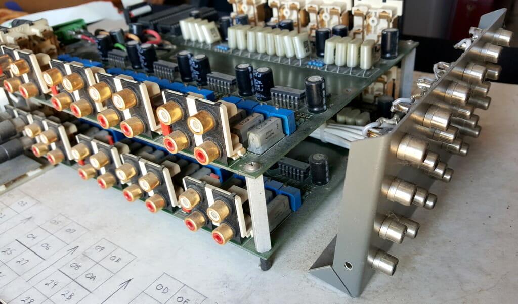 AUXBAR and VIXBAR connectors